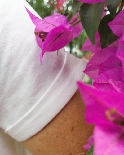 Detail revers manche t-shirt Studio Kelime